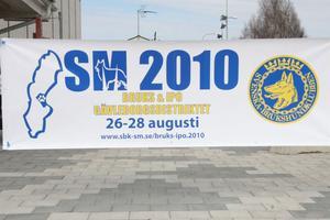 Området för tävlingscentrum ligger centralt i Edsbyn. Under två hektiska dagar ska SM i bruks och IPO avgöras med många aktiviteter och mycket folk runt Dina Arena i Edsbyn.
