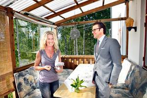 Prins Daniel är sprudlande glad när Arbetarbladets Elina Sorri får träffa honom i Ockelbo.