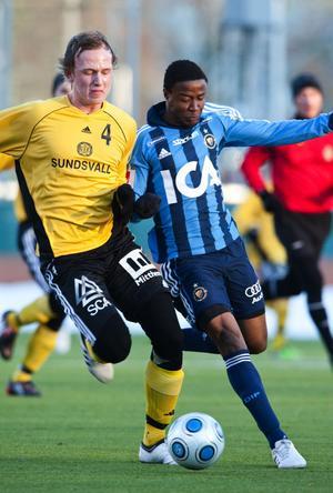 Unge mittbacken Erik Löfgren är uppflyttad från de egna leden inför den här säsongen – och han imponerade tillsammans med Kristian Ek i mittlåset mot Kennedy Igboananike och hans Djurgården.
