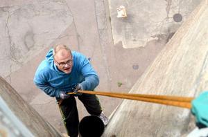 Kenneth Johansson är känd under namnet Team Knatos i geocaching-kretsar. Sedan han började leta har han hittat ungefär 2 500 cacher.