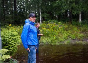 Faxeholmens vd Petri Berg var på plats för att inspektera de skador som orsakats av vattnet.