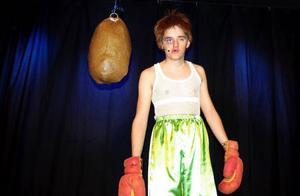 En sliten boxare gestaltas av Fredrik Forss i en monolog som ingår i årets upplaga av Alsenrevyn.Foto: Mats Mathiasson