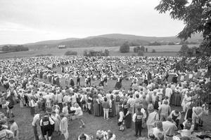 1985 slog hambon alla rekord med 30 000 besökande och dansarna fastnade i bilköer mellan etapperna. Polisen fick ordna eskort i vänsterfilen mellan platserna.