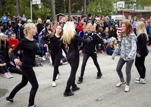 Tjejer i en av skolans dansgrupper dansade med skräck som tema.