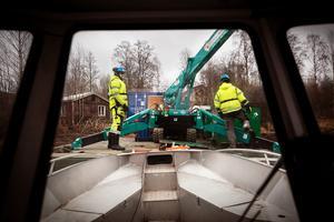 Enligt Leksands kommun kan arbetet med att bärga gifttunnorna komma att kosta skattebetalarna omkring en miljon kronor.