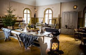 Det gamla missionshuset i Kovland har fått liv igen och tindrar nu i full juleskrud. Här kommer Sandra Nilsson att fira jul med familj och vänner.