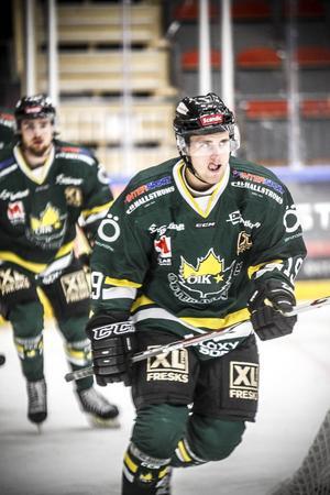 Trots två mål fick inte Daniel Magnusson jubla efter ÖIK:s möte med Kalix. Gästerna snodde åt sig extrapoängen som delades ut i den avgörande straffläggningen.