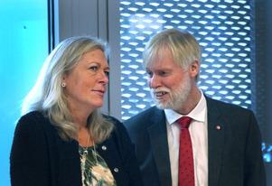 Regionstyrelsens ordförande Eva Lindberg (S) och hälso- och sjukvårdsnämndens ordförande Tommy Berger (S) är högst ansvariga över Gävleborgs långa vårdköer.