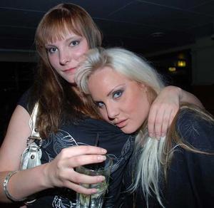 Blue Moon Bar. Pernilla och Mona