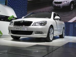 Skoda Octavia kan elektrifieras tyckte teknikerna. Och i Paris visades den första elbilen Green e-line. Men precis som övriga Volkswagenkoncernen blir det nog inga bilar på vägen förrän efter 2013.