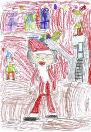 Aline Olofsson, 8 år, från Örnsköldsvik har illustrerat tomtens verkstad. Där är det full fart för att hinna göra klart årets julklappar.