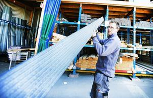 Trallvirke av returplast – komposit – är underhållsfritt men betydligt dyrare än trä.