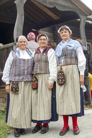 Tre damer från Älvros.