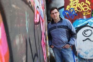 Socialdemokraten Ola Jonsson skrev i en motion att Norberg borde ha fler lagliga graffitiväggar.