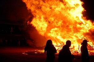 Efter fjolårets firande, då flera majbrasor fick ställas in, hoppas arrangörerna i länet att få tända sina eldar.