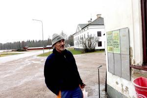 – Det är ju en tråkig sits för dem förstås, säger Inge Jansson, Gysinge, om flyktingarnas situation.