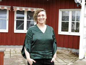 Ellen Weiss sjunger med Strömsbro kyrkokör. Bild: Helena Björklund