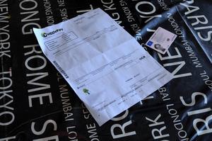 Bedragaren spelade bort 1 000 kronor i Ulrika Jonassons namn på ett nätkasino.