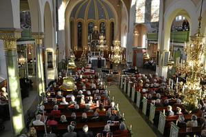 Nora kyrka var fullsatt till sista plats under gårdagens julmarknadskonserter. Astrid Schmidt, Anna-Carin Sjögren och Marie Nordenmalm stod för sång och Essen Ledstam för musik.