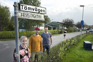 Tömvägen i Österro, Bergsåker, kan bli framröstad som Sveriges bästa gata. Det hoppas i alla fall Johanna Palmquist, Markus Högberg och Glenn Edström.