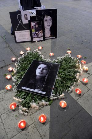"""Tio år efter Fadimes död är kunskapen om hedersförtyck bättre men mycket finns att göra. Att kämpa mot hedersförtrycket är viktigt, något som nu även Sverigedemokraternas kvinnoförbund har uppmärksammat. Men det finns all anledning att kritiskt granska SD-kvinnornas kampanj och film """"Tänk om""""."""