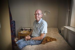 De måste ha stått två decimeter från mina fötter och plockat pengar ur byxfickorna, säger Roger Wallin.