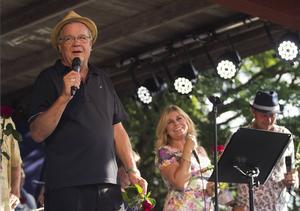 Lasse Berghagen är starkt bidragande till den popularitet allsången fått överlag runtom i landet