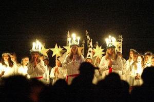 Under luciaframträdandet på Torsbergsgymnasiet svimmade ett 15-tal av eleverna i följet. (Bilden är tagen vid ett annat tillfälle.)