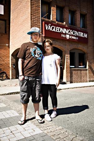 Tomas Morén och sambon Angelica Nordström har varit utan jobb länge och blir nu tvungna att flytta hem till Angelicas föräldrar i Korsträsk, Norrland. Foto:Lars Dafgård
