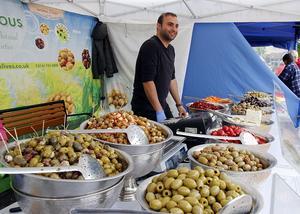 Vahid Boustani säljer grekiska delikatesser. – Kramfors är en liten stad med trevliga och snälla människor, säger han.