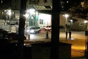 Polispatruller samlades kring Skiljebo centrum och Säbygatan efter larmet om skottlossning.