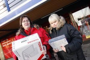 Josefin Dahlberg, 15 år, fick sin julklappsdator klockan tio på juldagsmorgonen av Monica Mattsson.