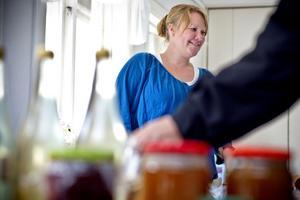 Jessika Elnefrid, mammaledig pastor i Mo-Söderala Missionsförsamling, skötte försäljningen