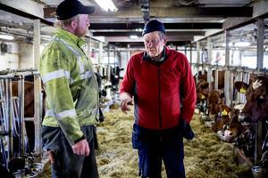 Sven Andersson med sonen Urban som är anställd på jordbruket