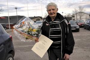 Jonny Karlsson fick Månadens blomma av kommunfullmäktige i Säter. Detta efter sina mångåriga ideella insatser med bingon i Säters Folkets hus.