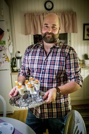 Daniel Jernkrook gillar att testa sig fram i köket för att hitta sin egen tvist.