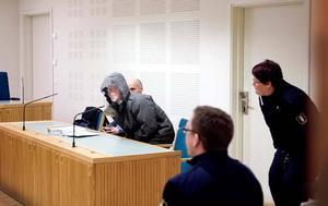 Den 34-årige man som misstänks för yxrånet mot SEB-banken 2005 häktades på månagen.