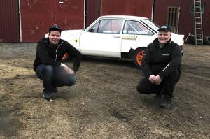Nu konkurrerar far och son Israelsson i garaget om utrymme.