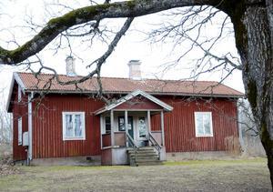 Huset i Björskogsnäs, strax utanför Grythyttan, är i stort behov av upprustning då det stått och förfallit i många år. Tanken från Hällefors kommuns sida är att genom TV 4:s Sommar med Ernst kunna skapa grunden till ett framtida Naturens hus.