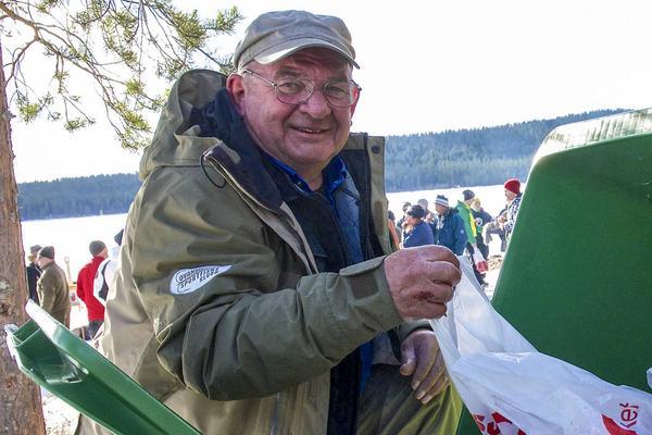 Göte Sjölin från Mora, som blev trea i tävlingen, tycker att abborre ska ätas och letade stora fiskar bland de invägda fiskarna.