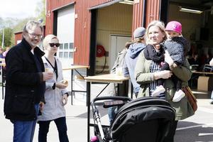 Morgan Jansson, Jennie Järvi, Ann-Cathrine Jansson och lilla Adeline Järvi Jansson hade fabriksbesöket som lördagsnöje.