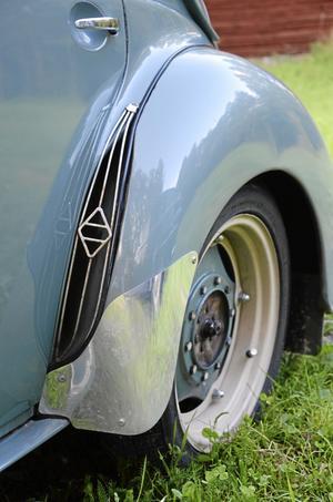 Luftintagen vid bakdäcken är inte bara för snygga, utan är till för att kyla motorn.
