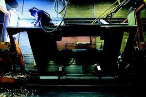 Industriarbetare på Jonsson & Paulsson i Lugnvik. Foto: Henrik Flygare