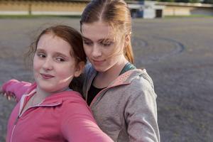 Rebecka Josephson och Amy Deasismont i en av årets bästa svenska filmer,