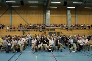 Ett par hundra personer hade tagit sig till informationsmötet om vatten och avlopp i Sörfjärden på onsdagen. Det var då ekonomin diskuterades som det verkligen hettade till i Gnarpsviljan i Gnarp.