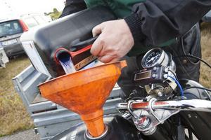 Rätt bränsle är avgörande för hur snabbt moppen går.