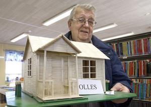 Under hela februari finns fyra av Olle Lundgrens tändstickshus utställda till allmän beskådning i Bjuråkers bibliotek.