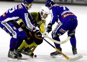 Ofta var det trångt, trångt för Ted Bergström och Brobergs anfallare.