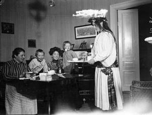 Luciafirande på Angelgatan 1909.