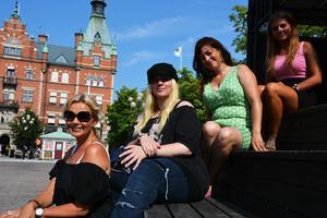 Susanne Fellbrink, Amanda Lovevind, Romelia Sjödin och Sanna Martinez är alla delaktiga i Female singersongwriters.